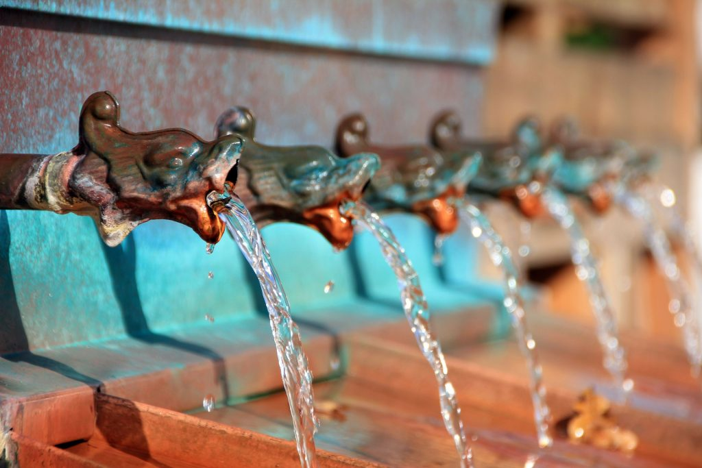 Czy fontanny i tężnie solankowe mogą stanowić zagrożenie dla zdrowia?